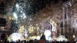 Barcelona encén les llums de Nadal recordant a les víctimes de l'atemptat de La Rambla (EUROPA PRESS)