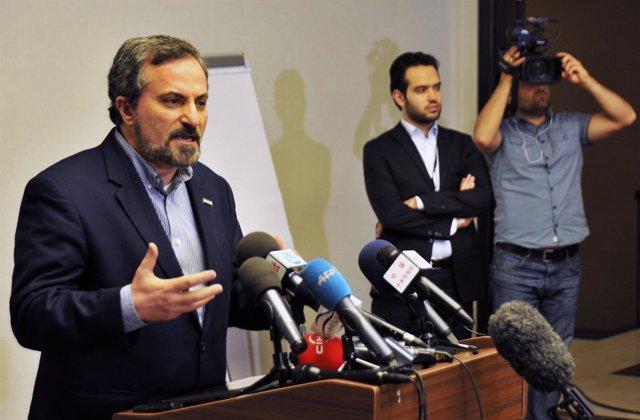 El portavoz de la CNFORS, Louay Safi, oposición siria