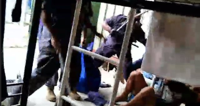Inmigrantes agredidos en Manus