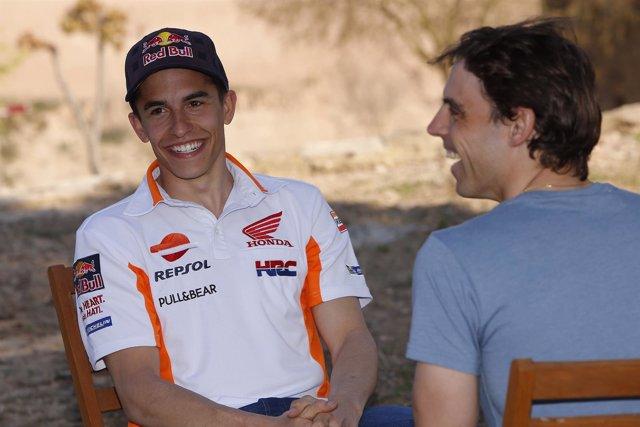 Marc Márquez ríe durante el vídeo