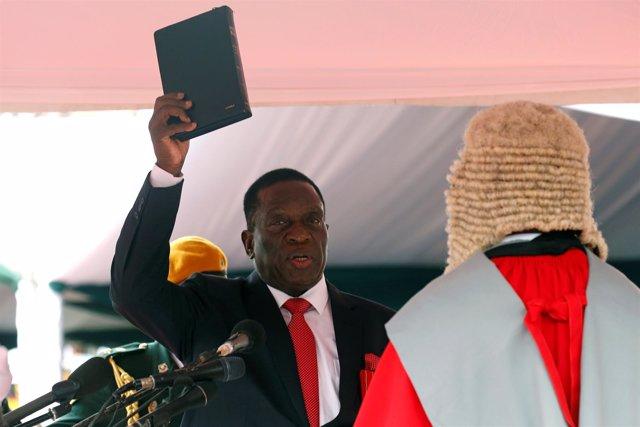 Emmerson Mnangagwa jura como presidente de Zimbabue