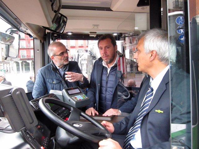 Puente (c) en un nuevo autobús de Auvasa