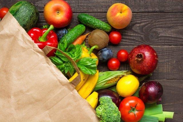 Frutas y verduras, tomate, melocotón, pepino, granada, pimiento, plátano