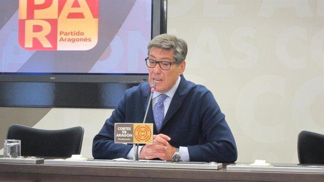 Arturo Aliga en las Cortes de Aragón.