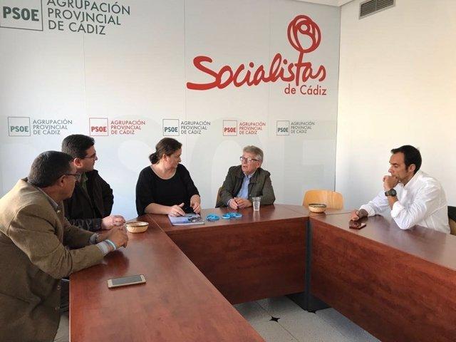 El senador socialista Francisco González Cabaña en una reunión