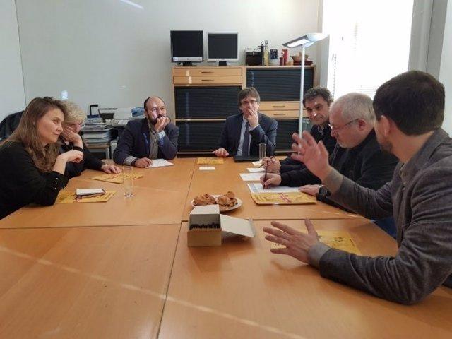 Reunión de Òmnium con el Govern cesado en Bruselas