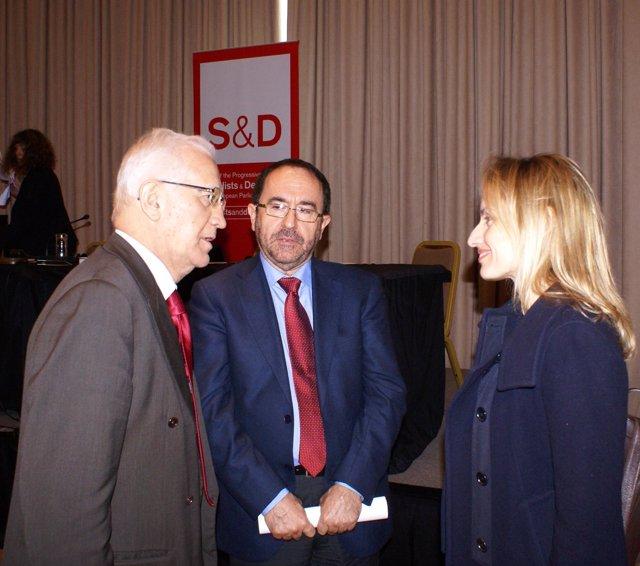 El eurodiputado socialista Andrés Perelló y la ministra de Medio Ambiente Griega