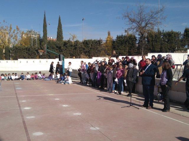Nota Y Fotos / La Comunidad Educativa Granadina Celebra El 25 N Con Manifiestos