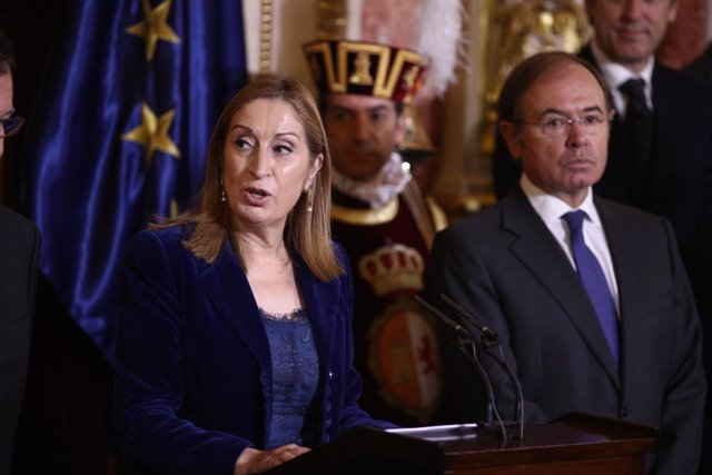 Ana Pastor y Pío García-Escudero en la recepción del Día de la Constitución