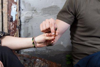 Experto alerta de que los escolares tienen una menor percepción de riesgo en el consumo de cannabis que en el de tabaco
