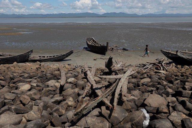 Botes de refugiados rohingya en Bangladesh