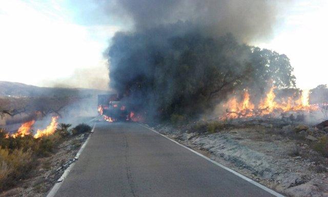 Instantánea del camión ardiendo