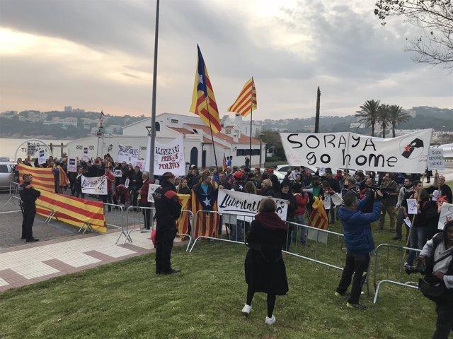 Un centenar de personas se manifiestan en S'Agaró