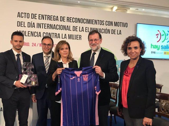 Mariano Rajoy, ministra Montserrat y la presidenta del Leganés Victoria Pavón