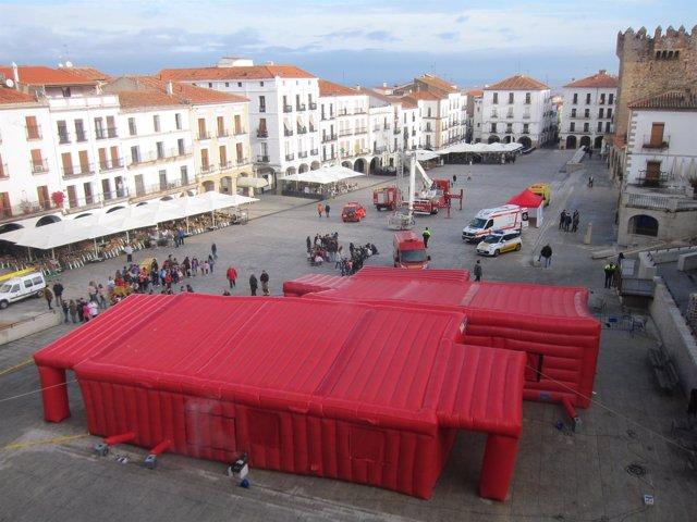 Actividad de prevención de incendios en la Plaza Mayor de Cáceres
