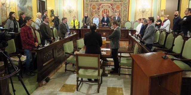Minuto de silencio en el Ayuntamiento de Lleida