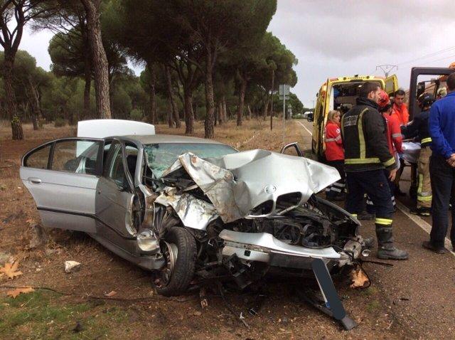 Valladolid.- Estado del vehículo que ha chocado con un poste
