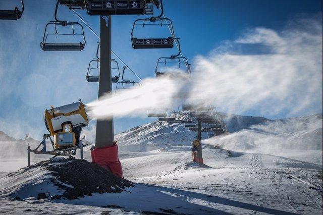 Arranca el sistema de nieve producida en Sierra Nevada