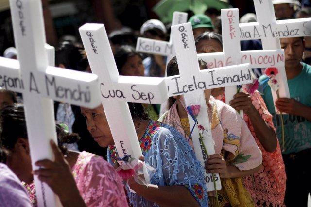 Marcha de mujeres en Guatamala contra la violencia