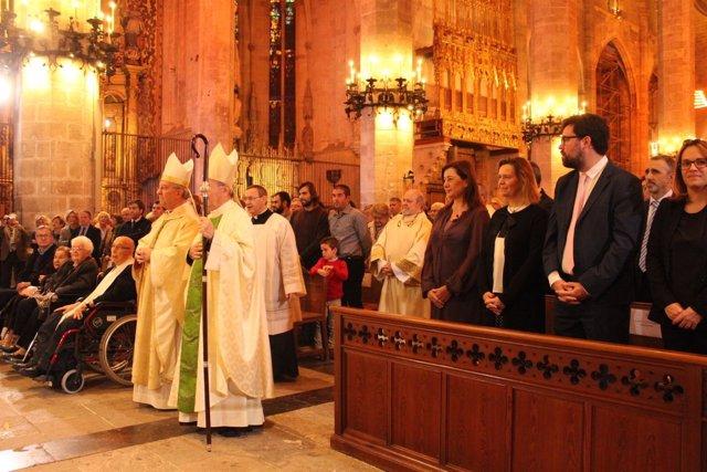 Autoridades y Obispo Taltavull