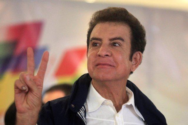 Resultado de imagen para Salvador Nasralla se mantiene a la cabeza