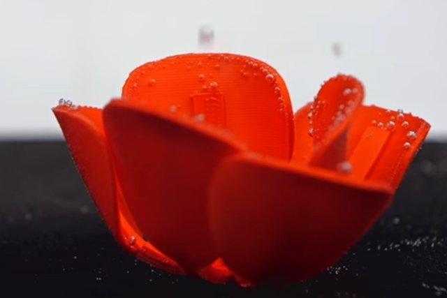 Tulipán de origami autoplegable