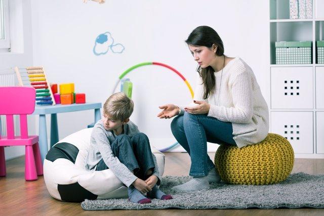 Si el niño deja de hablar hay que tratar de averiguar el motivo.