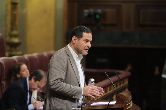 Josep Vendrell , de Unidos Podemos, en el debate en el Congreso sobre el Consejo
