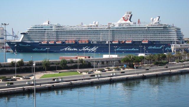Crucero en el puerto de València
