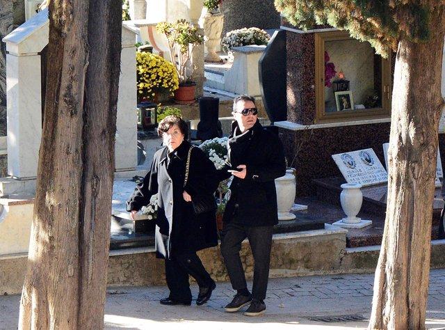 La viuda y el hijo de Totó Riina, Giuseppe Salvatore Riina, en su funeral
