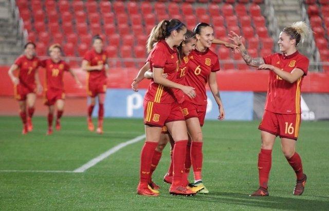 La selección española femenina de fútbol tras vencer a Austria