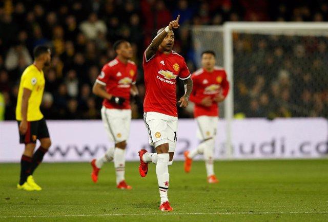 Ashley Ypung celebra un gol con el Manchester United
