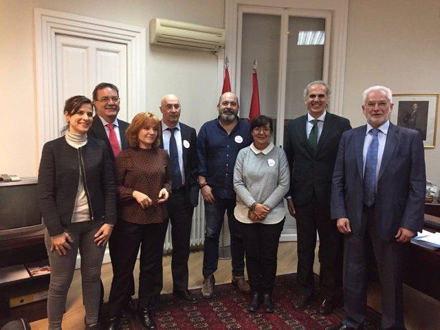 Ruiz Escudero y representantes de los sindicatos de la Mesa Sectorial de Sanidad