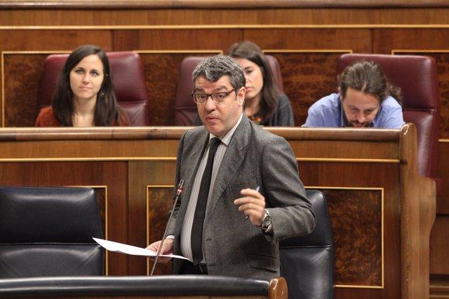 Álvaro Nadal en la sesión de control al Gobierno en el Congreso