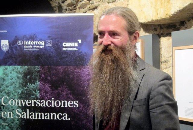 Aubrey de Grey antes de participar en las 'Conversaciones de Salamanca'