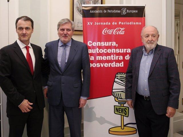 Íñigo Méndez de Vigo preside un almuerzo-coloquio sobre periodismo