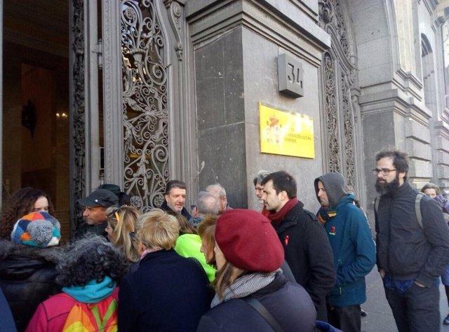 El diputado Javier Sánchez con los sindicatos de enseñanza en el Ministerio