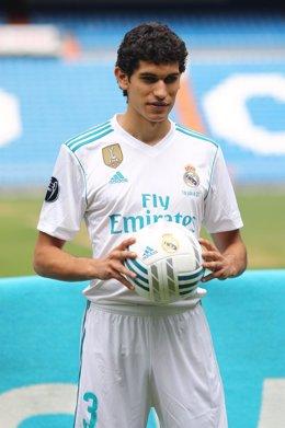 El jugador Jesús Vallejo es presentado en el Santiago Bernabéu.