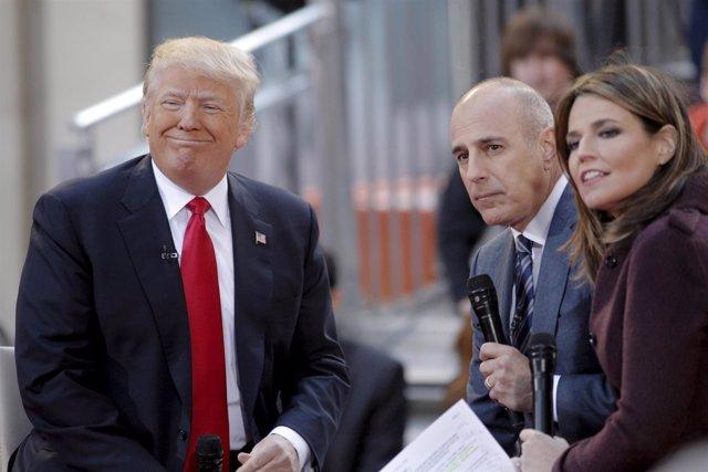El periodista Matt Lauer entrevista a Donald Trump cuando era candidato