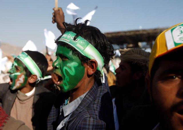Partidarios huthis en una manifestación en Saná