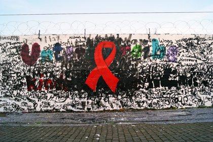 La OMS estima que más de 40 millones de personas en todo el mundo podrían vivir con el VIH