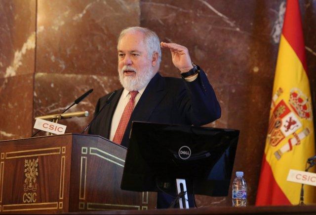Miguel Arias Cañete en el Congreso Europeo del Vehículo Eléctrico