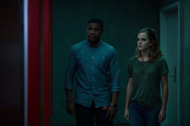 John Boyega y Emma Watson en 'El Círculo'
