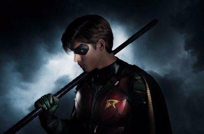 Primera imagen de Brenton Thwaites como Robin en los Titanes de DC