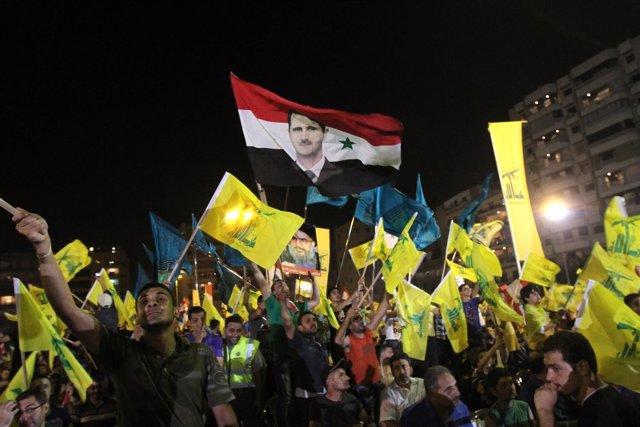 Manifestación de partidarios de Hezbolá a favor del gobierno de Al Assad