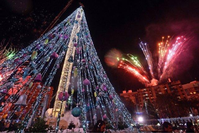Más de 15.000 personas presenciaron el encendido del gran árbol