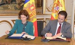 La ministra de Exteriores de Andorra, María Ubach, y Jorge Toledo en octubre