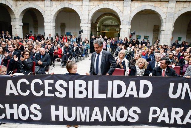 Revilla en el acto de las personas con discapacidad en el Parlamento