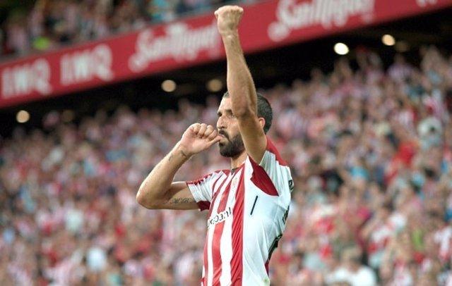 Raúl García celebra un gol del Athletic