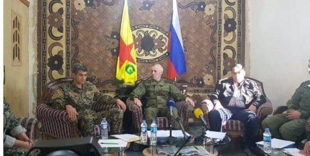 Rueda de prensa con portavoz militar ruso, de las FDS y de las YPG